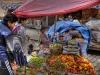 Farbenfrohe Früchte auf dem Markt in La Paz, Bolivien