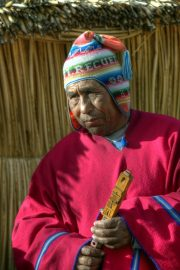 Uru mit traditioneller Kleidung