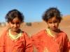 Bildhübsches Zwillingspaar in der Wüste, Oman