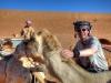 Michi macht sich schon mal mit seinem Kamel vertraut.
