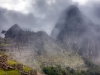 Machu Picchu frühmorgens im Nebel