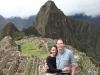 Reisetraum: Nikki und Michi vor der Kulisse von Machu Picchu