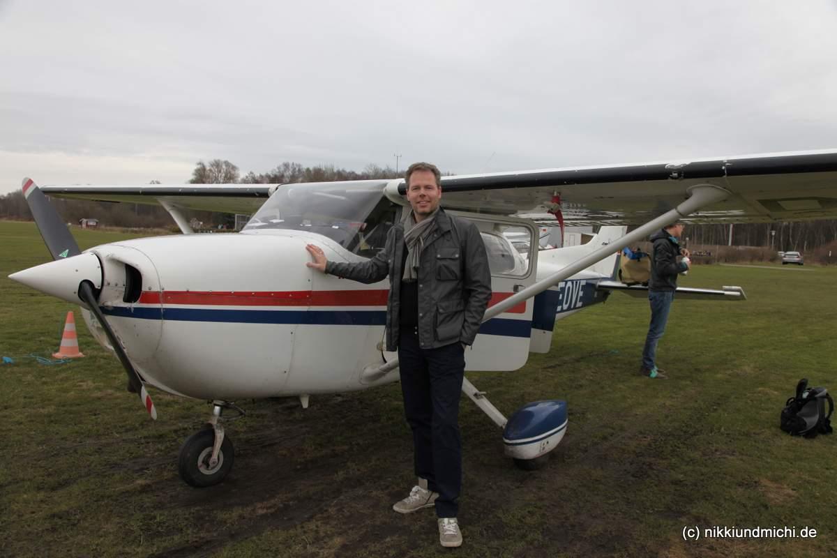Michael Dunker vor der Cessna 172 - Auftakt zum Pinch Hitter Lehrgang