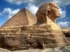 Der mystische Sphinx und die Cheopspyramide. Die über 75 Meter lange Figur bewacht die Pyramiden von Giza seit Tausenden Jahren. Die Löwenfigur mit Menschenkopf steht am Fuße der Pyramiden. Foto: www.nikkiundmichi.de