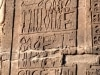Ein Krankenhaus im alten Ägypten. Inschriften am Tempel von Kom Ombo zeigen medizinisches Besteck wie Tupfer, Zange und Schere, unten rechts sind zwei Skalpelle abgebildet. Foto: www.nikkiundmichi.de