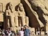 Ein Bild fürs Album: Nikki und Michi vor dem großartigen Tempel von Abu Simbel, Ägypten. Foto: www.nikkiundmichi.de
