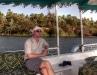 Fahrt mit dem Motorboot durch das Naturschutzgebiet am ersten Katarakt bei Assuan. Michi staunt über die Natur. Foto: www.nikkiundmichi.de