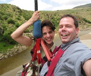 Bungee Swing von der Gouritz-Brücke in Südafrika. Foto: www.nikkiundmichi.de