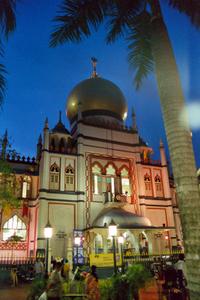 Die Moschee an der Arab Street. Mitten in Singapur. Foto: www.nikkiundmichi.de