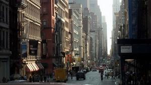 Die Straßenschluchten von NYC. Stadtrundfahrt im Doppeldecker. Foto: www.nikkiundmichi.de