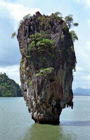 Reisebericht Thailand: Der berühmte Felsen auf James Bond Island. Foto: www.nikkiundmichi.de