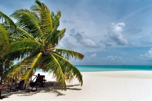 Der Strand von Medufinolhu, Nord-Male-Atoll, Malediven. Foto: www.nikkiundmichi.de