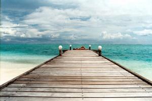 Ankunft auf Medufinolhu: Besucher kommen am Steg der Reethi Rah-Insel an. Foto: www.nikkiundmichi.de