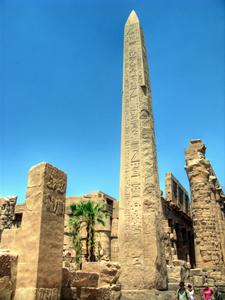 Obelisk im Karnaktempel in Luxor, Ägypten. Foto: www.nikkiundmichi.de