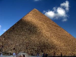 Die Cheops-Pyramide in Giza bei Kairo, Ägypten. Sie ist die größte Pyramide der Welt. Foto: www.nikkiundmichi.de