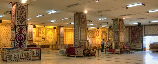Teppichhändler mit Auswahl in der Nähe von Giza, Kairo - Ägypten. Foto: www.nikkiundmichi.de