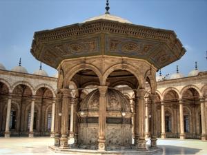 Der Brunnen im Hof der Mohammed-Ali-Moschee in Kairo. Foto: www.nikkiundmichi.de