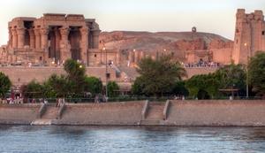 Der Tempel von Kom Ombu liegt direkt am Nil. Foto: www.nikkiundmichi.de
