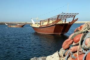 Dhau - so heißt das traditionelle Fischerboot im Oman. Die Küstenstadt Sur ist berühmt für diese Boote.