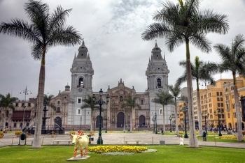 Plaza de Armas, auch Plaza Mayor genannt, in Lima - Peru.