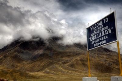 Abra la Raya liegt 4338 Meter hoch: Der Pass Abra la Raya über die Anden von Cusco nach Puno am Titicacasee.