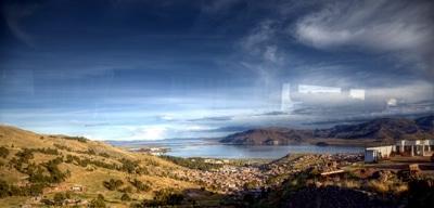 Puno am Titicacasee: Anfahrt auf den höchstgelegenen schiffbaren See der Welt.