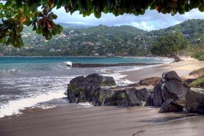 Grand Anse, Grenada. Der meist besuchte Strand von Grenada einmal menschenleer.