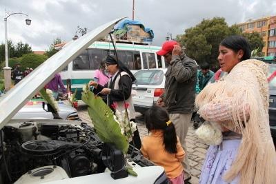 Auto-Segnung in Cobacabana, Bolivien.