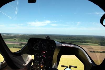 Blick aus dem Cockpit im Tragschrauber.