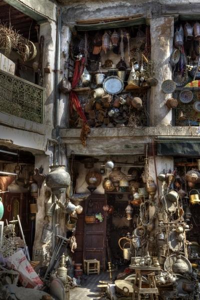 Blick in eine Gasse im Souk von Marrakesch.