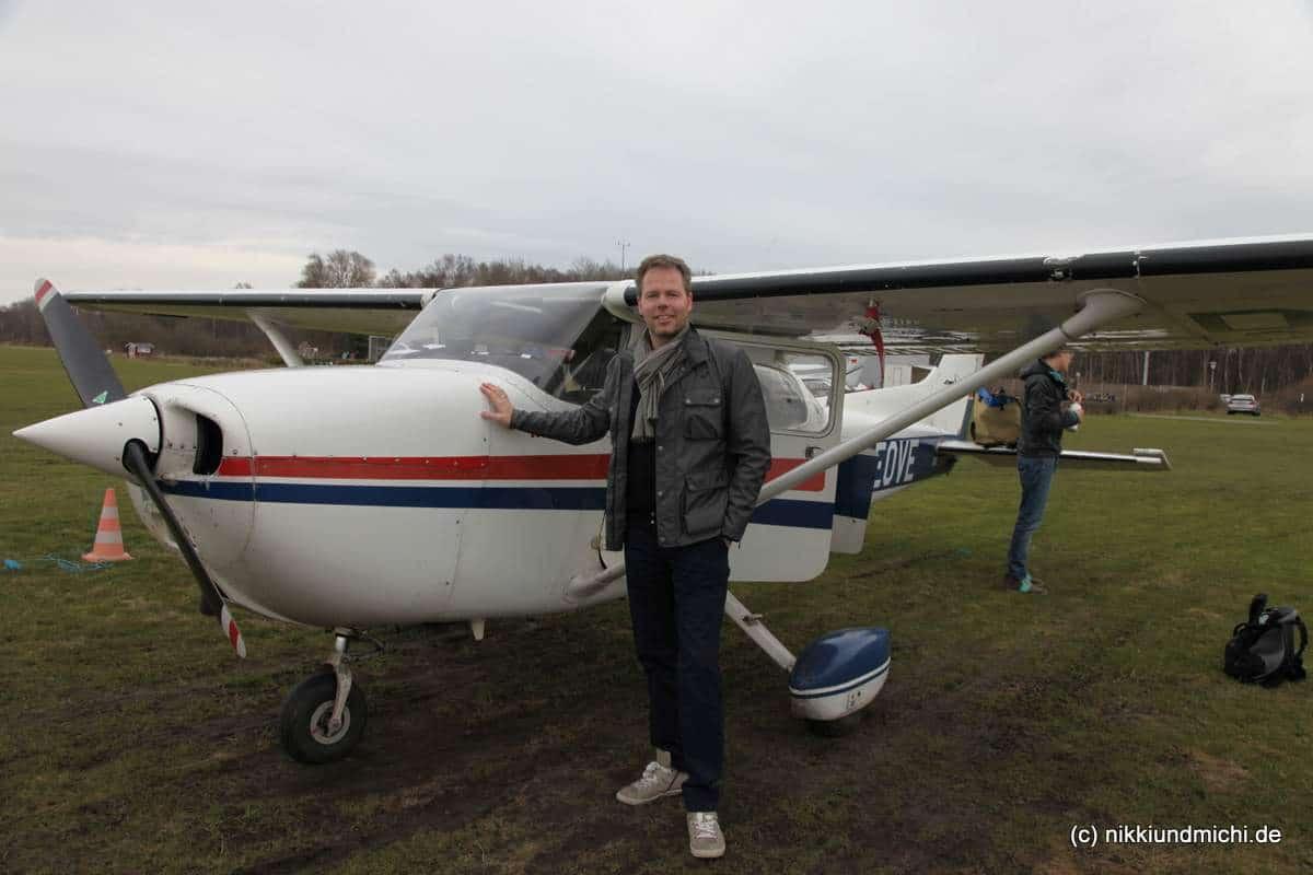 Michael Dunker vor der Cessna 172. Startbereit zur ersten Flugstunde.
