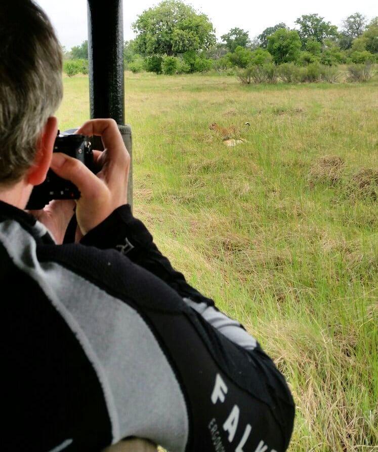 "Michi knipst den Leoparden. Unsere ""Last Minute""-Fotobeute ."