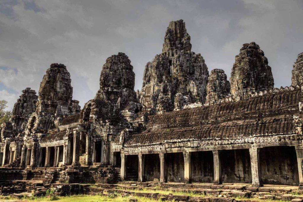 Der Bayon Tempel mit seinen vielen Gesichtertürmen.