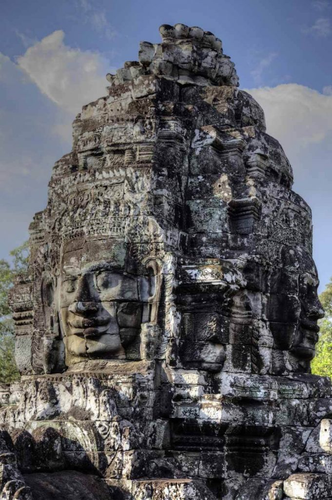54 Türme sollen den Bayon Tempel einst geschmückt haben. Auf fast allen Seiten verziert mit dem Gesicht des Bodhisattva Lokeshvara.