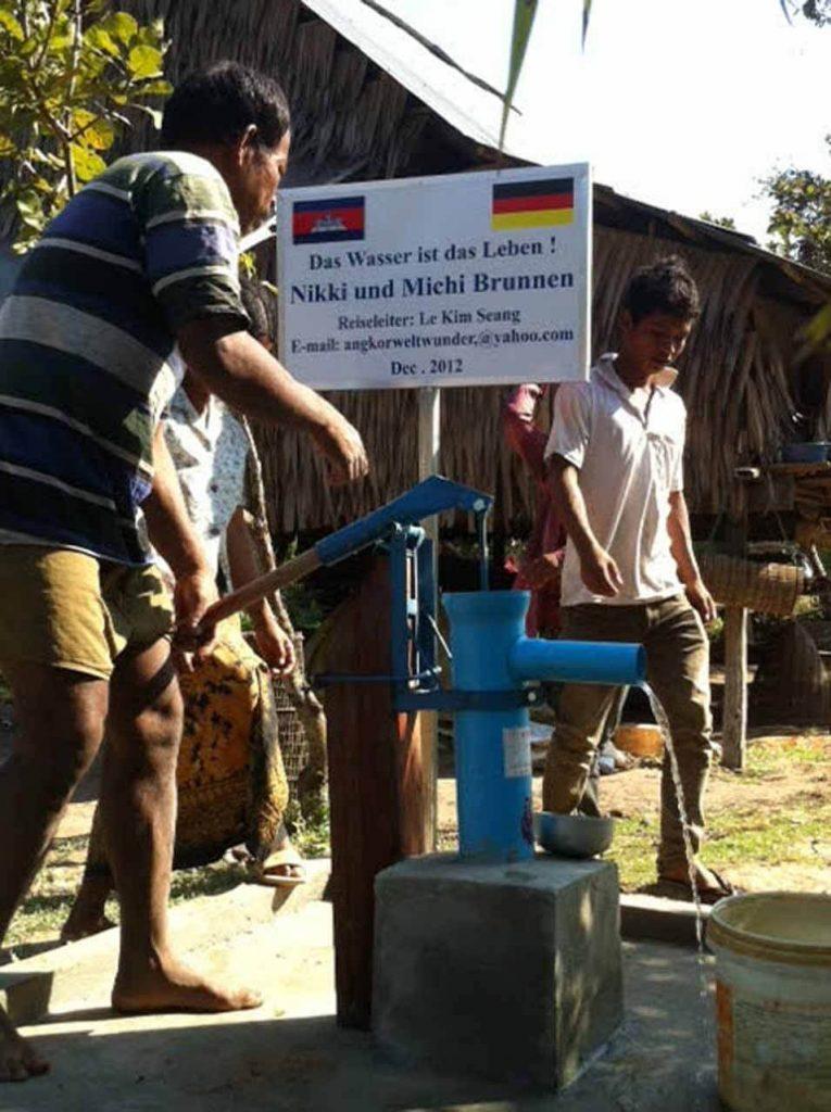 Brunnenbau in Kambodscha. Schon wenige Hundert Dollar reichen aus, um eine Familie über viele Jahre mit Trinkwasser zu versorgen.