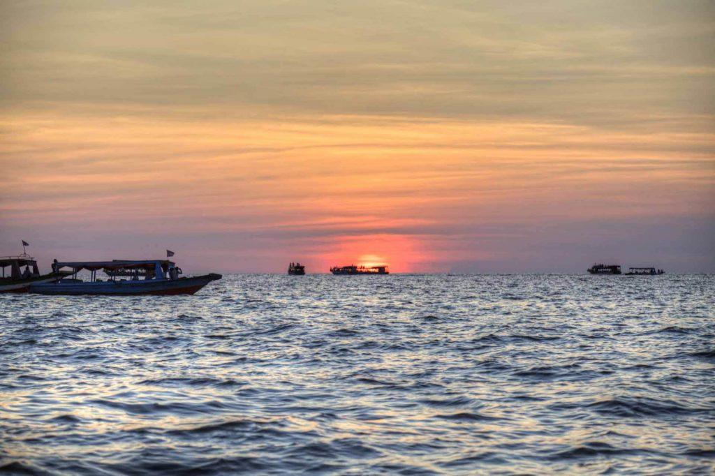 Tonle-Sap-See: Sonnenuntergang in Kambodscha.