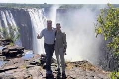 Nikki und Michi am Rande der Victoria Wasserfälle