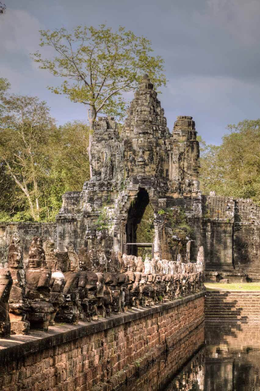 Der Eingang zur alten Stadt Eingang Angkor Thom in Kambodscha.