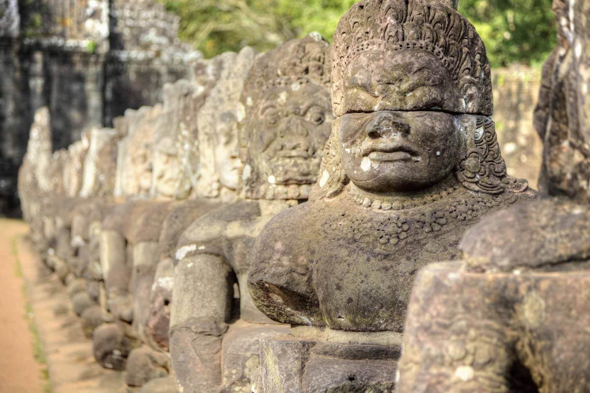 Steinfiguren vor Angkor Thom