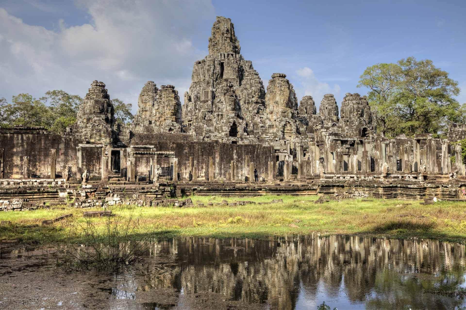 Bayon Tempel in Angkor Thom mit See