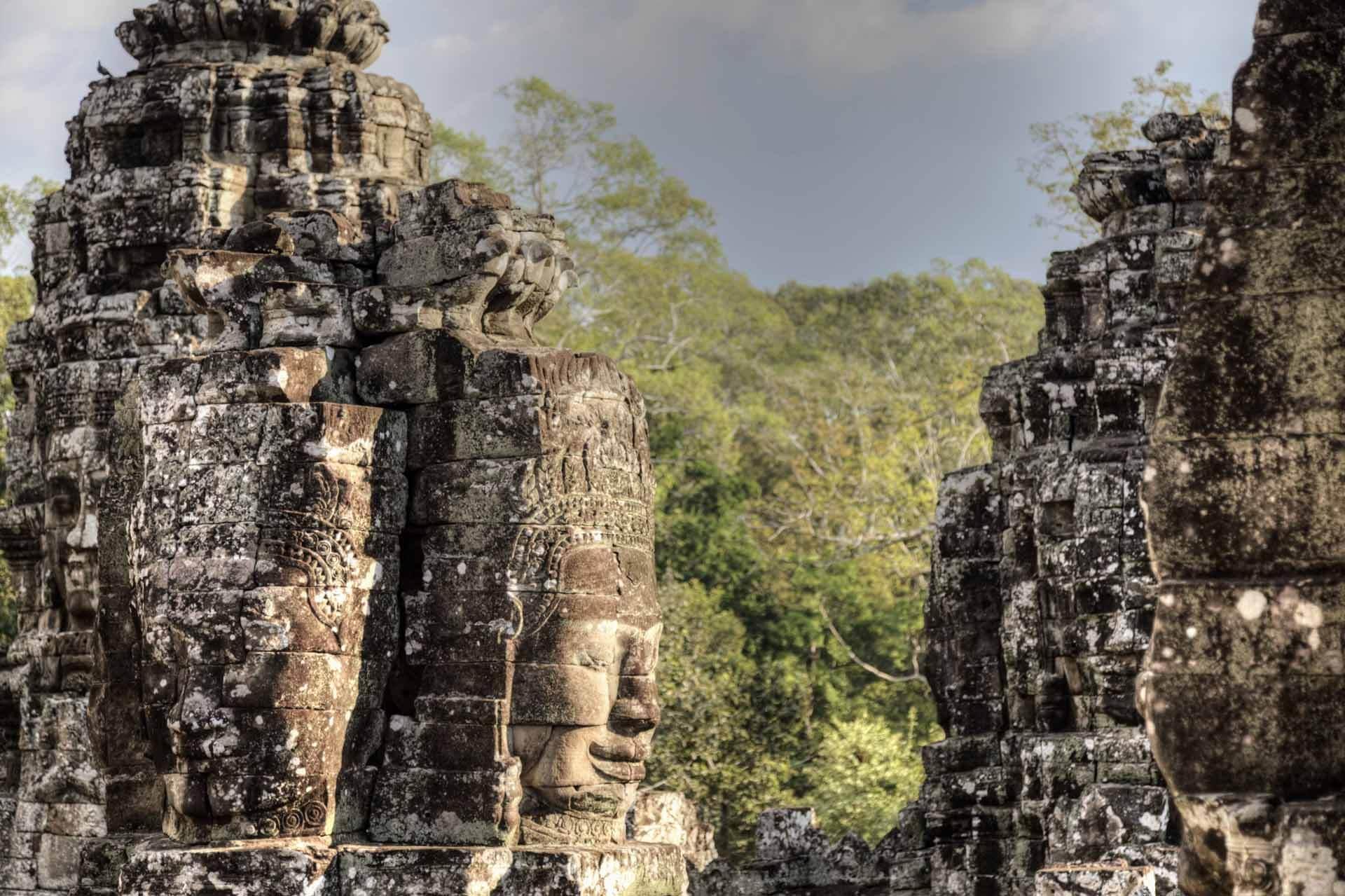 Gesichterturm des Bayon Tempel in der Nachmittagssonne