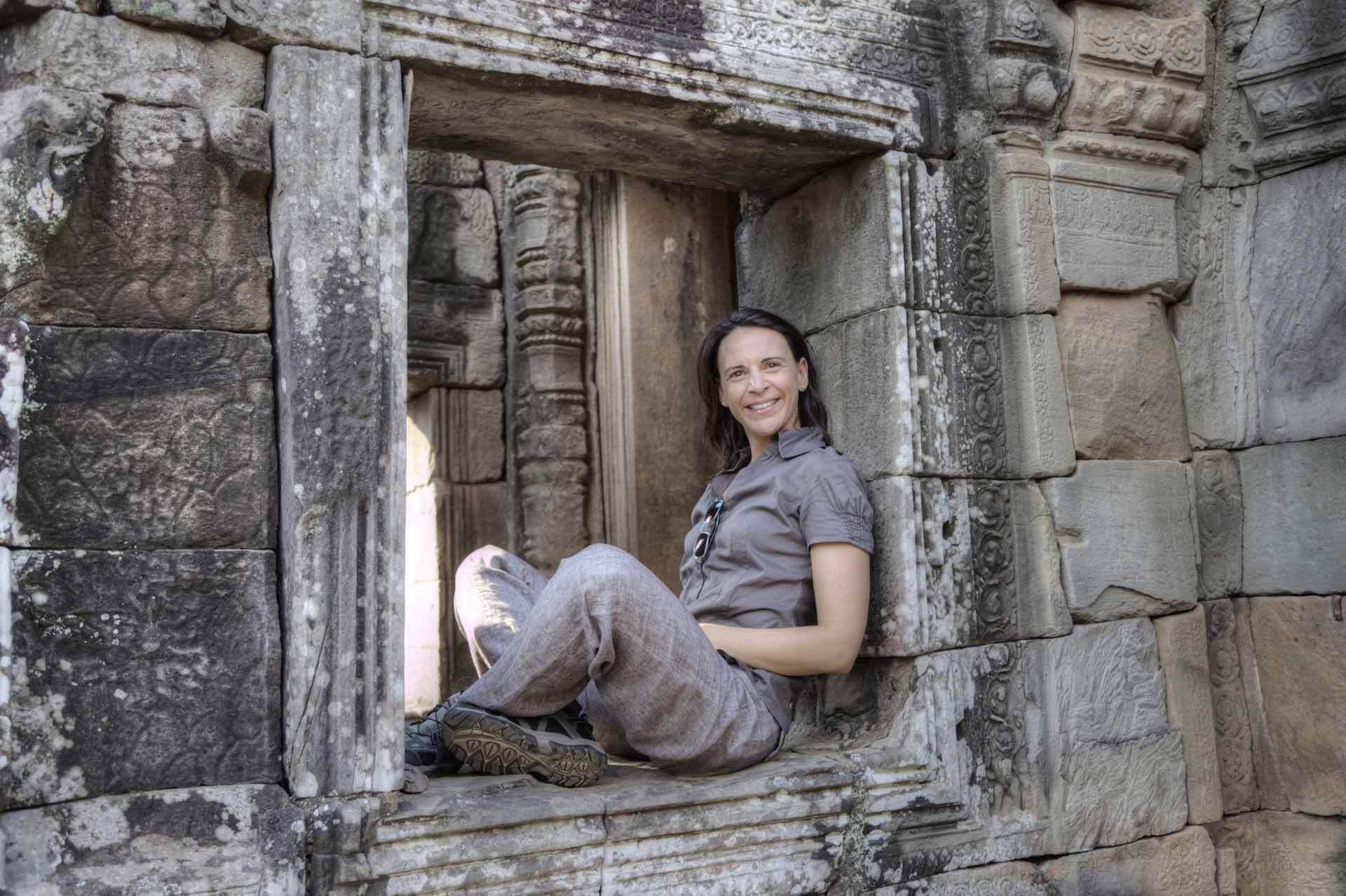 Nikki macht Pause am Bayon Tempel, Angkor Thom